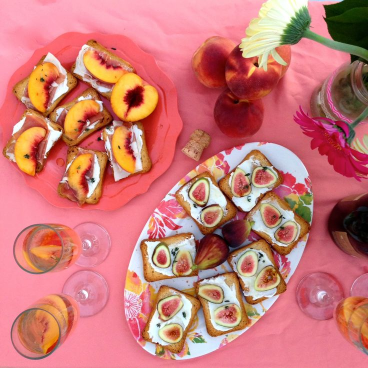 peach bellinis + crostinis