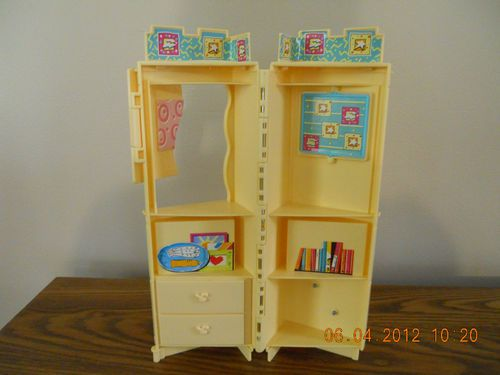 Barbie Stacey Doll House Furniture Bedroom Living Room Book Shelf Cabinet