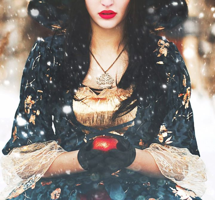 Bella shakily reached for the fallen apple. She held it close , as if it were the most precious gem in the world. But it was more than that. It was all she had left of Grace.