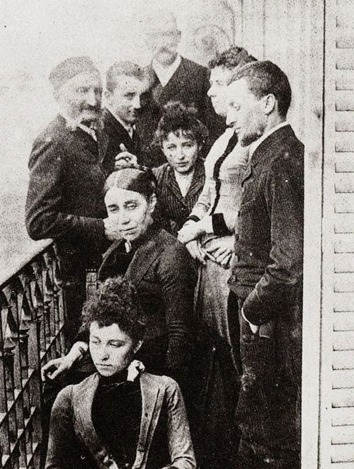 Camille Claudel (in the center) with her family at the balcony of their appartment in Paris