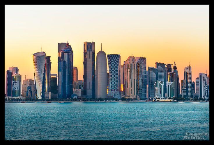 Doha Skyline Sonnenuntergang { In meinem neuen Reisebericht nehme ich euch heute mit nach Doha. Ihr erfahrt mit unglaublich vielen Eindrücken mehr über das Land Katar, die Menschen, ihre Traditionen und Geschichte, aber auch etwas über die goldene Wüste und das Binnenmeer. } { via @eiswuerfelimsch http://eiswuerfelimschuh.de }