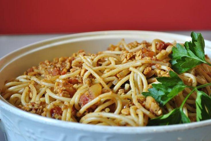 "-""Spaghetti po bolońsku nie istnieje, to jakieś wymysły Polaków!"" (Alessandra Spisni) A jednak! https://pureveg.pl/blog/spagetti-bolognese-z-temph.html … #weganskie #spagetti #seitan #tofu #tempeh #pureveg #sklepweganski"