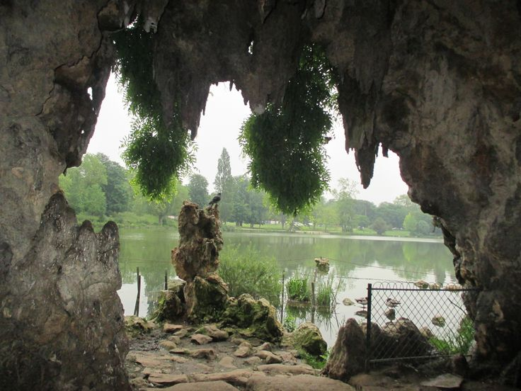 Lac Daumesnil * Another view from a cave