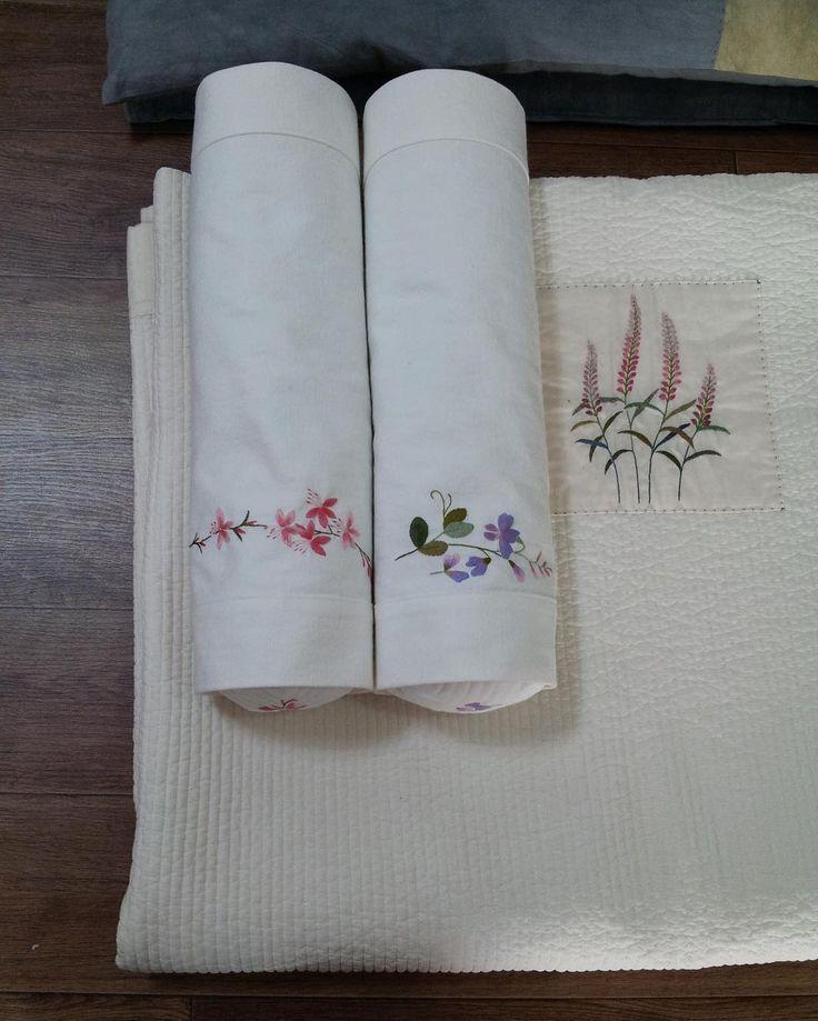 풀 먹여 고슬고슬하게~~#여름침구#embroidery #야생화자수 #프랑스자수