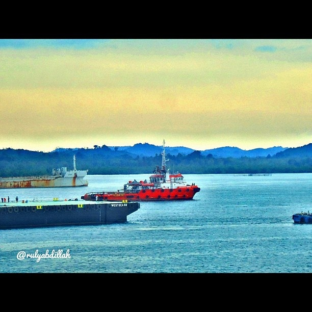 Anchorage #instagood #instamood #gang_kaskus #gang_family #igers #ig_daily #ig_nesia #instabatam #instanusantara #tagstagram #statigram #webstagram #iphonesia #sky #ocean #blue #maritime #followme @rulyabdillah  - @rulyabdillah- #webstagram