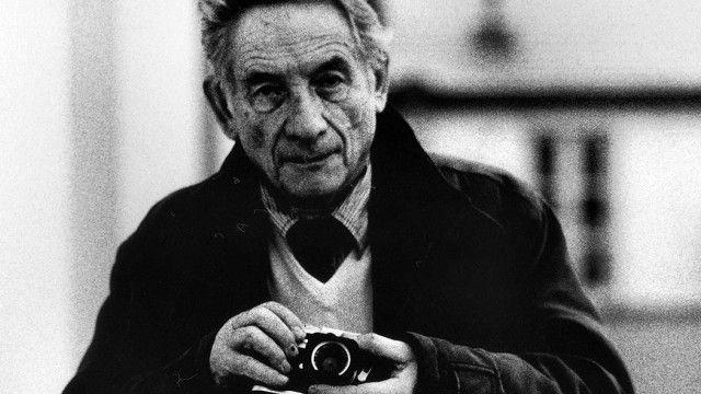 Si è spento nel dicembre 2015 all'età di 87 anni, nei pressi della sua adorata Fermo, Mario Dondero, il maestro del reportage dall'anima umanamente storica.