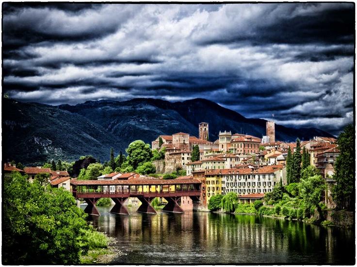 foto in-solita del ponte di Bassano del Grappa - Vi