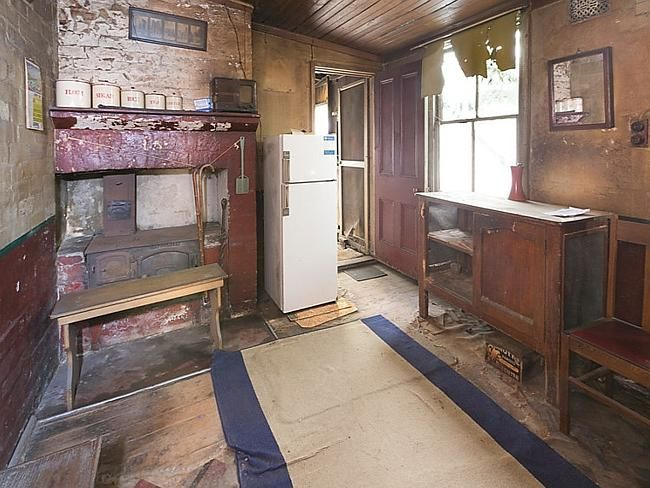 House in Paddington, 2015 auction. 1950's relic.