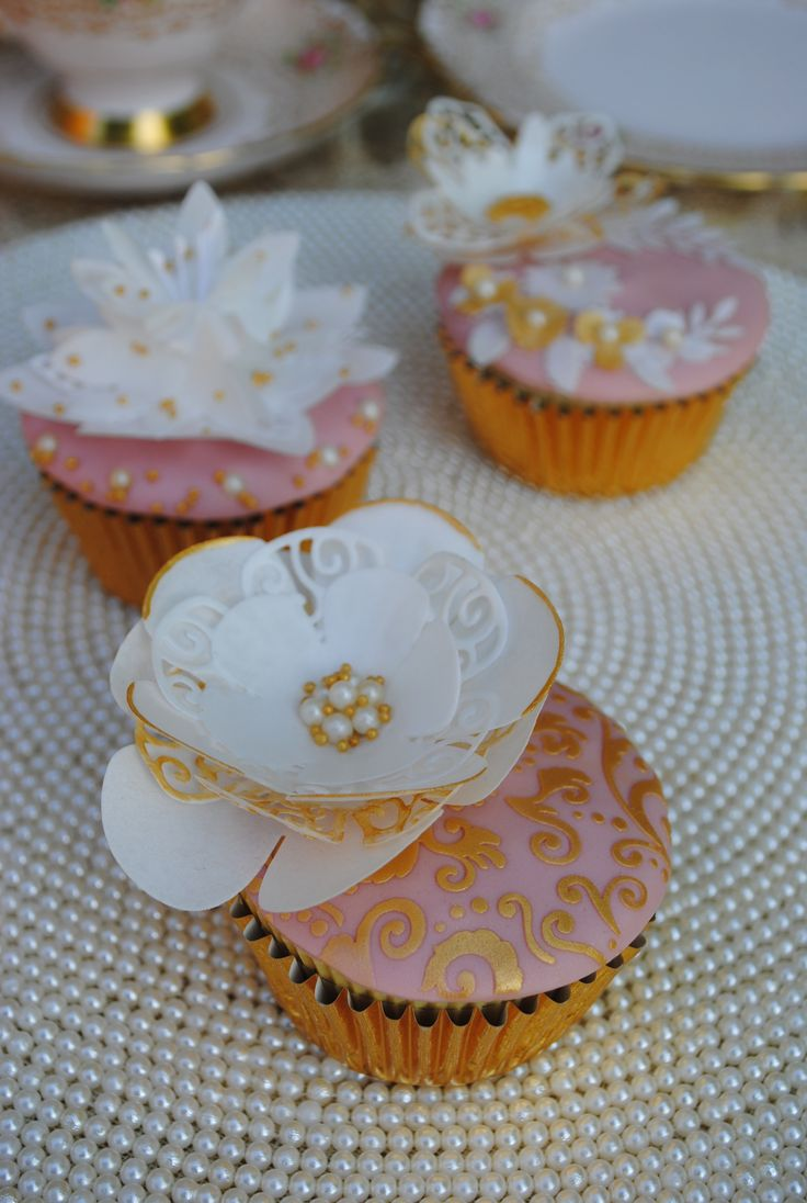 Our classic Lavish Bloom Poppy cake die has been used to cut wafer paper to decorate this pretty floral cupcake. We have stencilled the base with the Floral Lace stencil and finished everything with gold lustre powder.