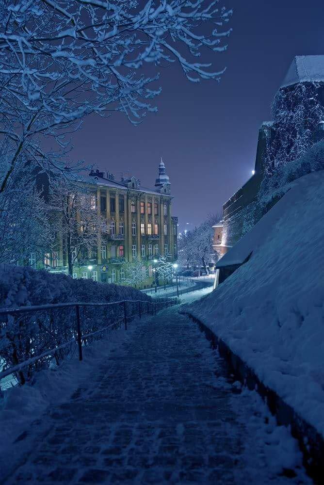 Winter night in Krakow, Poland - 9GAG