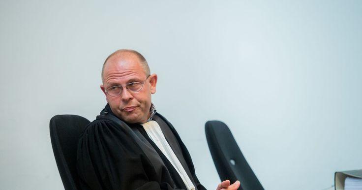 Peter Van Calster, met voorsprong de efficiëntste antifraudemagistraat die dit land ooit kende, is 'ontzet uit het ambt'.