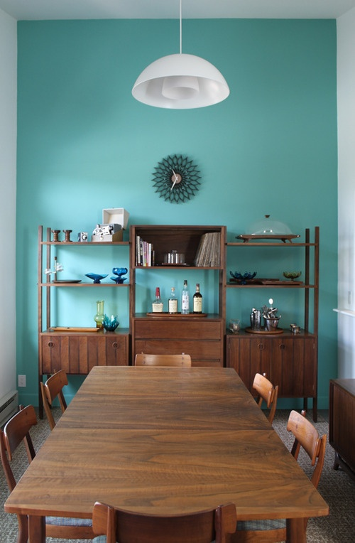 The combination of the turquoise wall with the dark wood looks very beautiful. And I like that only one wall is turquoise, the rest is white. Leaves more alternatives for decorations.