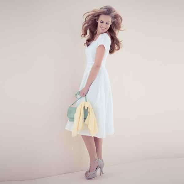 We volgen de Mad Men trend met deze jaren '50 jurk. Een mooie jurk die prachtig staat wanneer je een zandloperfiguur hebt.