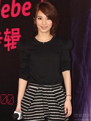 S.H.E. member Hebe Tian (Hebe) at book signing | China Entertainment News