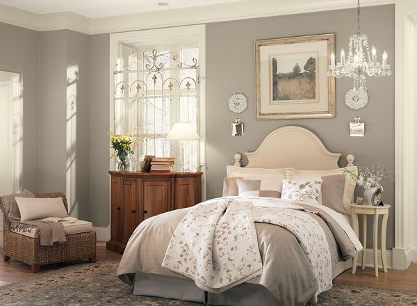 I really love the warmth of this Ashley Gray (BM) It's the perfect balance between a lovely beige and a lovely gray.  And check out that gate on the window.. LOVE.