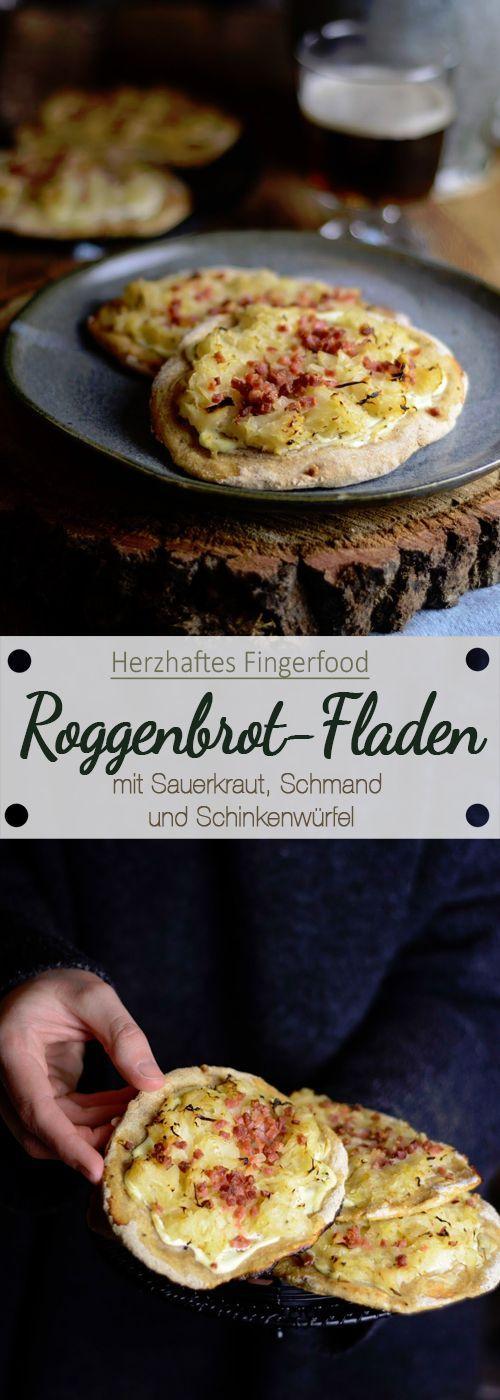 Roggenbrot-Fladen mit Sauerkraut, Schmand und Schinkenwürfel