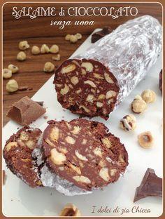 Il Salame al cioccolato SENZA uova è un dolce davvero semplice che si fa in 5 minuti e non richiede neanche il forno.