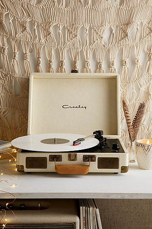 "Crosley X UO – Tragbarer Schallplattenspieler ""Cruiser"" in Creme"