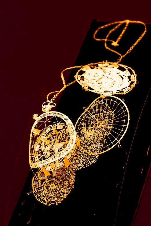 懐中時計の立体切り絵                                                                                                                                                      もっと見る