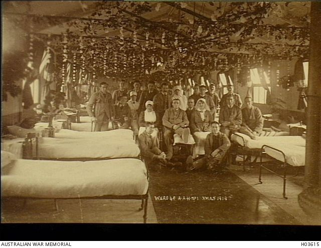 Harefield, England. 1918-12-25. Patients and staff of Ward 40, No 1 Australian Auxiliary Hospital, grouped together in their Christmas decorated ward.