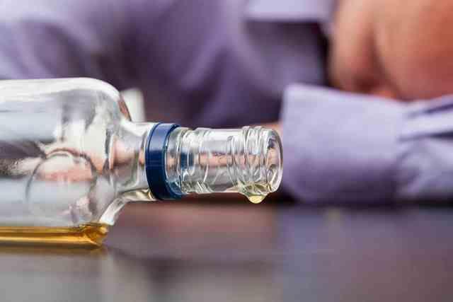 Amikor az alkoholfüggőség időskorban kezdődik | Életmód 50