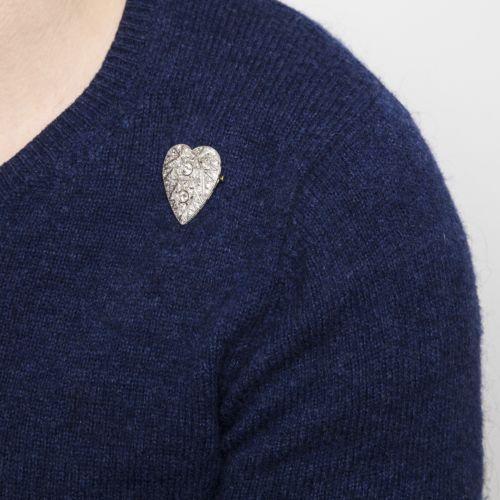 Ein-Herz-des-Art-Deco-Platin-Diamant-Brosche-um-1925-Altschliff-Diamanten