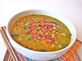 Zuppa di orzo perlato con zucca, zucchine, cavolo nero e speck