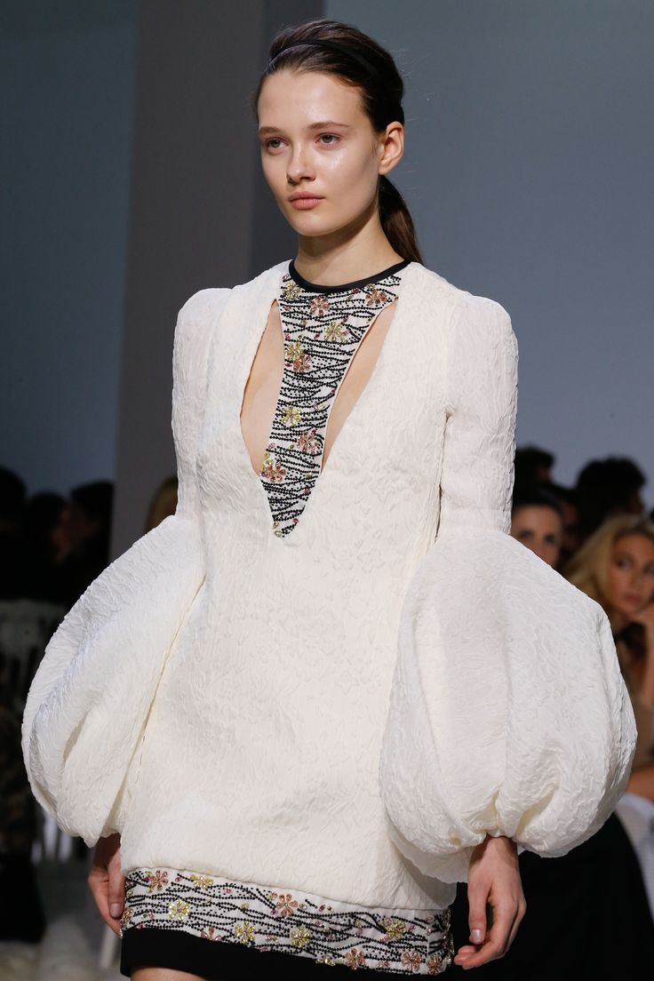 Giambattista Valli Spring 2016 Couture Fashion Show Details - Photo: Gianni Pucci / Indigitalimages.com.