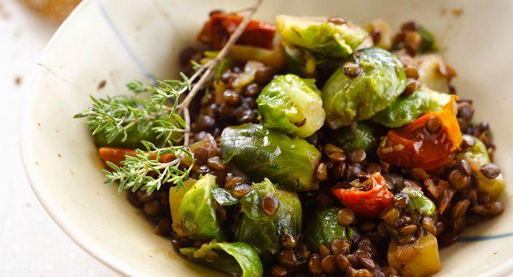 Découvrez la recette des choux de Bruxelles à la tomate et aux lentilles