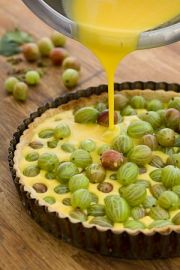 Gooseberry tart - beautiful fresh, summery alternative to crumble...