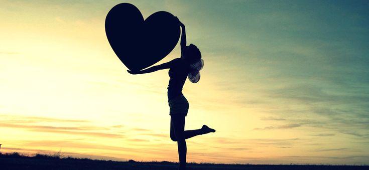 Ευτυχία είναι να αγαπάς τον εαυτό σου γιατί μόνο αν τον αγαπάς, μπορείς να δώσεις την ίδια αγάπη και στους άλλους.