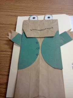 Frog and Toad craftReading, Paper Bag Puppets, Paper Bags, 1St Grades, Kindergarten Blogs, Frogs, Book Series, First Grade, Construction Paper