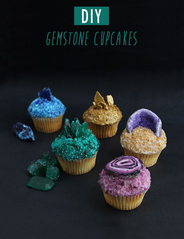 For lovers of gemstones and jewelry, amazing DIY #gemstone #cupcakes topped with edible gems including an agate slice, a geode, tourmaline, azurite and pyrite. Fabulous!!!