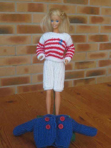 Bonjour à toutes , voila comme promis les explications pour la nouvelle tenue marine de Barbie, vous n'avez plus qu'à en faire bon usage, lol !!! Je vous souhaites à toutes un bon tricot et une bonne journée CABAN : Aiguille no 3 Monter 23m en bleu, et...
