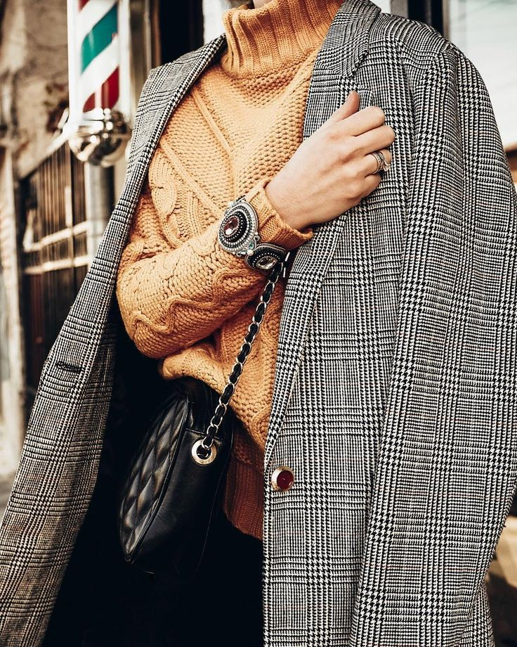 fall winter, style, ROMWE coat, vintage style, paris street stye, IZABELAFELINSKI, mustard, fashion, style,Zara trench coat,  fall outfit ideas 2017, timeless plaid coat, where to find the best trench coats, how to incorporate color into your wardrobe, pink  sunlgasses, mustard swater, how to wear color, dressing for fall, fall dressing, SWAROVKSKI ACCESSORIES, sparkling, GUCCI, GUCCI bag