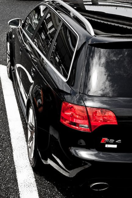 Audi RS4 Avant- THEY DON'T SELLL THIS IN THE U.S.!!!!!!!! :(