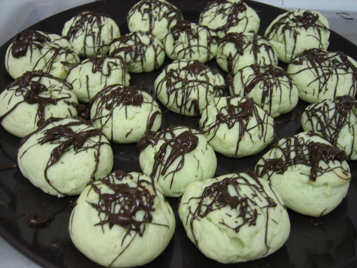 My current favorite cookie. They are made with pistachio pudding and cream cheese, fabulous!!