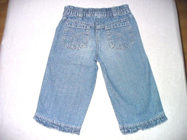 Prodám pěkné džínové 3/4 kalhoty. Vpředu i vzadu dvě kapsy, zadní část pasu do gumy. Jsou nošené, ale pořád moc pěkné - bez závad... ROZMĚRY: celková délka: 43cm, vnitřní délka nohavice: 26cm, pas: 27-32cm, POŠTOVNÉ A BALNÉ: Dle tarifu ČP