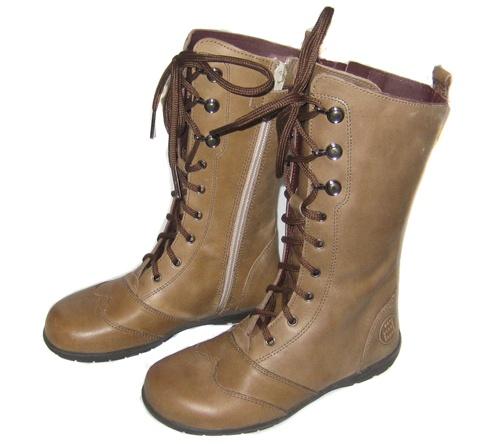 Botas altas de piel con cordones para niña, de Andanines. Con cremallera en los laterales interiores.