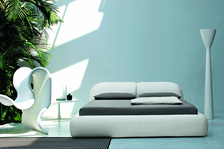 The Piumotto bed by Marco Boga for Cinova is an element of furnishing with 'generous and comfortable curves'. See more:  http://www.archello.com/en/product/piumotto  #Architecture #Design #Archello #Interior #interiordesign #Bed #sleep #dreams