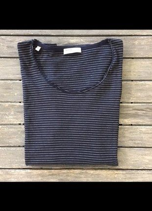 À vendre sur #vintedfrance ! http://www.vinted.fr/mode-hommes/t-shirts/36385841-t-shirt-zara-homme-taille-small-rayures-marineblanc-selected-homme