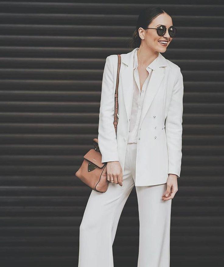 #classy #white # suit #maisonraquette #whitesuit #ootd #raquette #flarepants #doublebreastedblazer
