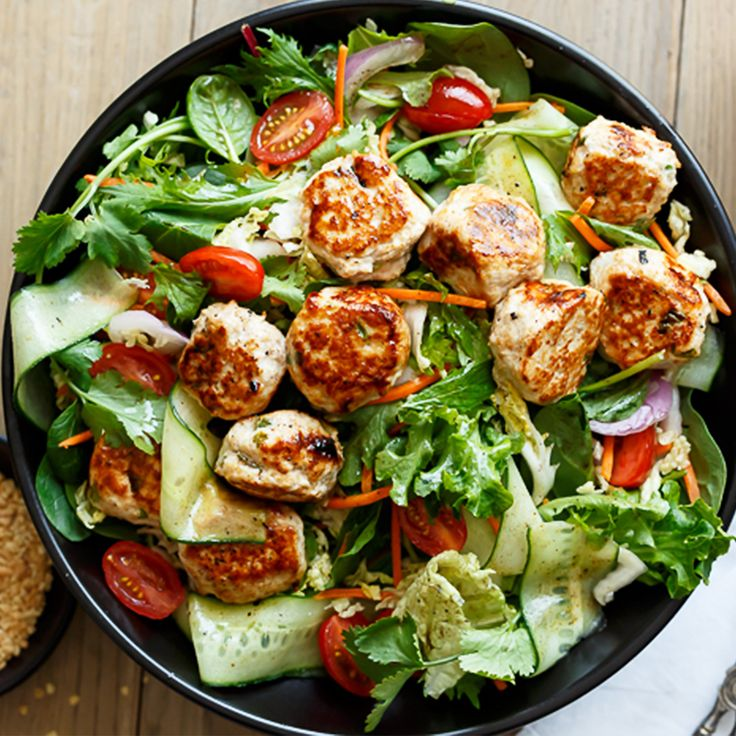 We've rounded up 7 days of summer dinners for when it's too hot cook like this delicious Thai Chicken Meatball Salad by @cafedelites.