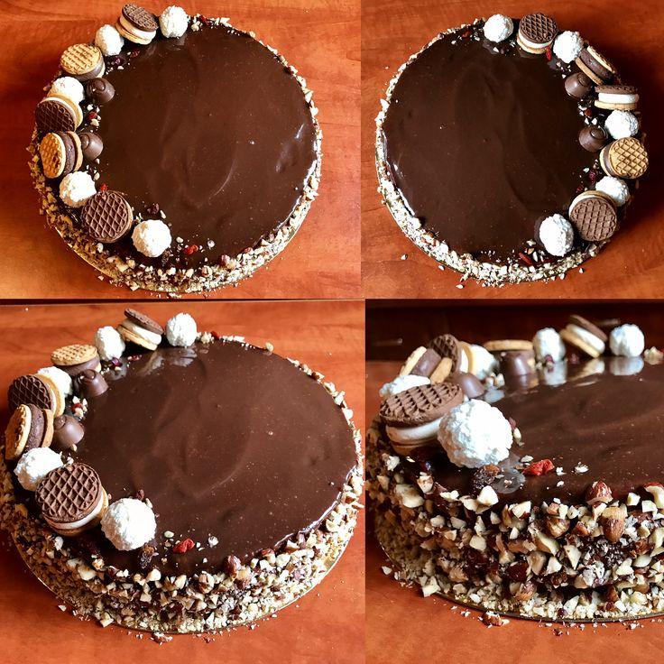 Pandispan insiropat cu sirop de lamaie si zahar caramelizat Crema de ciocolata Alune de padure Goji
