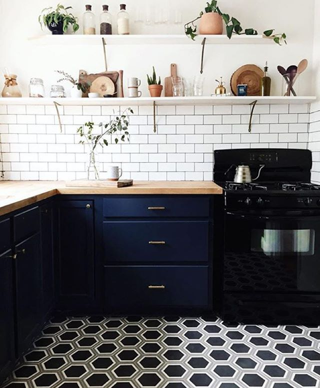 Wow, @paigejonesphoto's kitchen remodel is stunning  Check out her