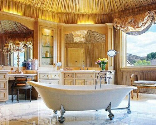 Luxurious and Stylish Bathroom To Feel Pampered In
