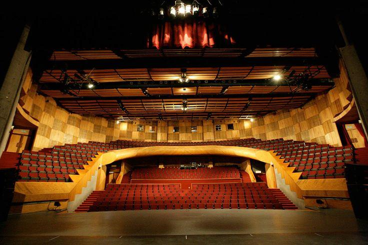 Uno de los mejores lugares de la Ciudad para presenciar espectáculos dancísticos. El diseño de esta sala permite que desde cualquier punto puedas ver perfecto hacia el escenario.