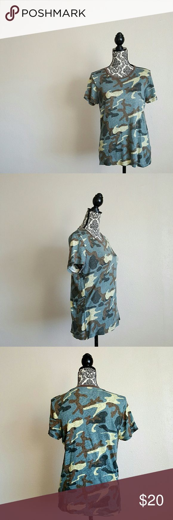 Madewell camo tee shirt 100% linen tee. Draped loose fit.  Measurement laying flat total length 25 1/2inches Measurement laying flat armpit to armpit 18inches Measurement laying flat shoulder to shoulder 15inches Madewell Tops Tees - Short Sleeve