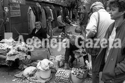 10??1989 WARSZAWA BAZAR ROZYCKIEGO HANDEL FOT. SLAWOMIR SIERZPUTOWSKI / AGENCJA GAZETA