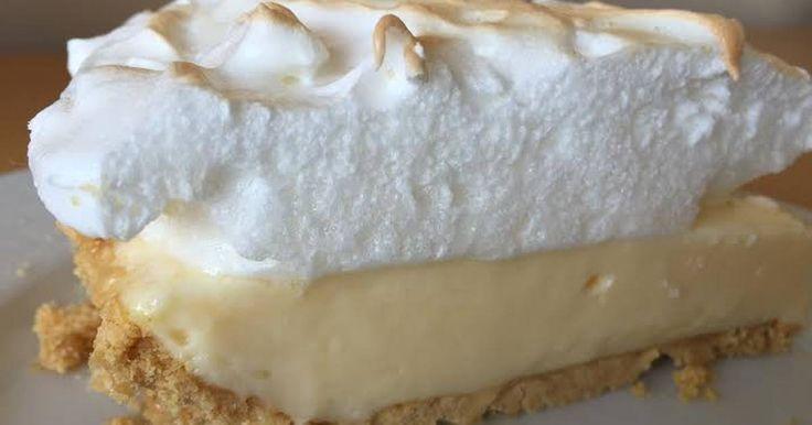 Fabulosa receta para Pie de limón con galletas maría. Este delicioso pie o pay de limón es muy fácil de hacer y queda delicioso. Con leche condensada y una base de galletas maría. También puedes utilizar galletas sin gluten y tendrás un rico postre apto para celíacos.